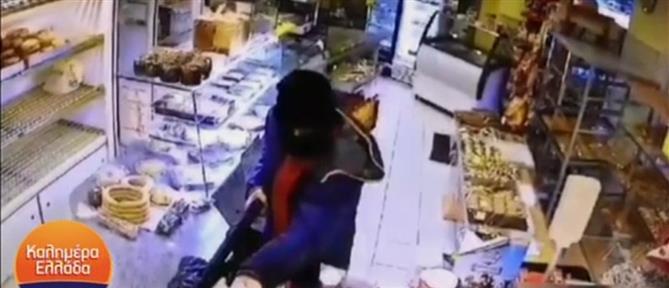 """Νέα Ιωνία: Ληστής """"χτύπησε"""" τον ίδιο φούρνο με διαφορά 24 ωρών (βίντεο)"""
