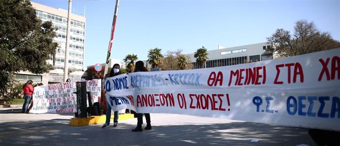Φοιτητές απέκλεισαν την πρόσβαση στο ΑΠΘ (εικόνες)