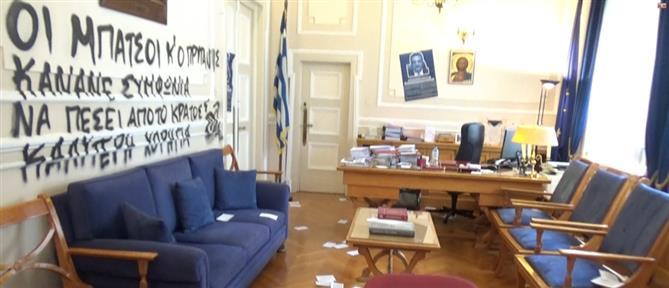 Βανδάλισαν το γραφείο του Πρύτανη στην ΑΣΟΕΕ (εικόνες)