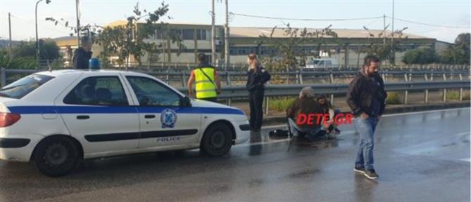 Μηχανάκι χτύπησε σε νταλίκα και εκσφενδονίστηκε 50 μέτρα μακριά! (βίντεο)