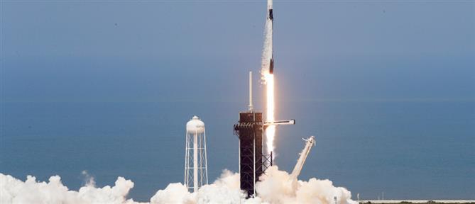 Ιστορική στιγμή: To SpaceX κατακτά το Διάστημα (βίντεο)