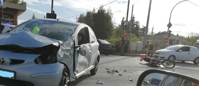 Νέα Μάκρη: Τροχαίο ατύχημα στη Λ. Μαραθώνος (εικόνες)